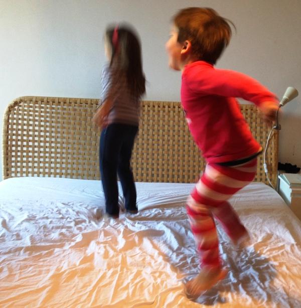 ff8806ff580353 Selbstbestimmtes Einschlafen oder nicht – wie das Abends mit unseren  Kindern so läuft